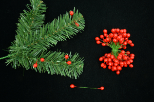 Red Twist-on Holly Berries, 8MM (lot of 1 bunch) SALE ITEM