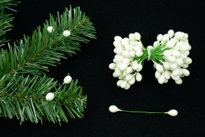 White Twist-on Holly Berries, 8MM (lot of 1 bunch) SALE ITEM
